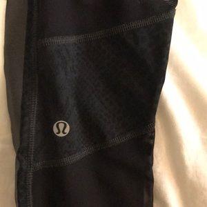 Lululemon snake skin and mesh crop leggings size 4